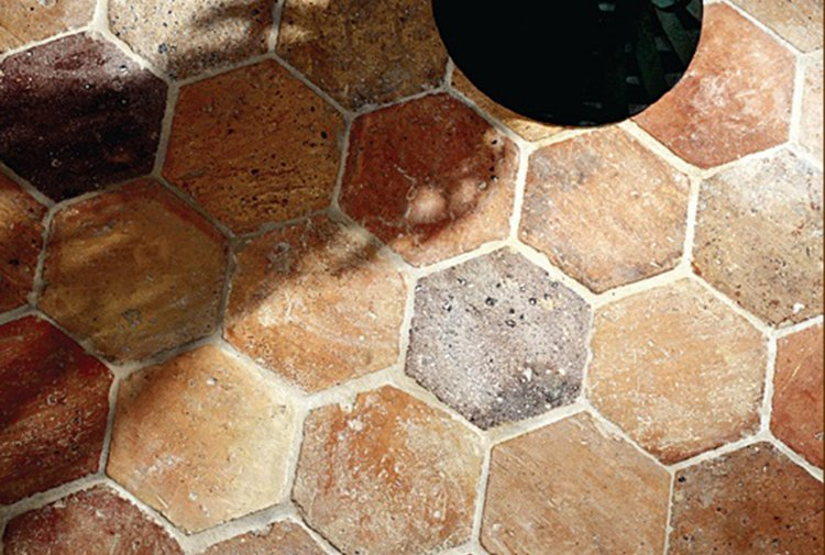Fußboden Fliesen Rot ~ Rot braune sechseckige fliesen de opkamer antike böden und kamine